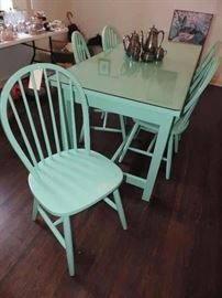 Table and 8 chairs - glass top - custom painted !