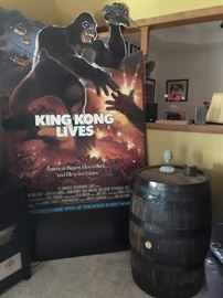 """HUGE movie theatre sign for """"King Kong Lives"""""""