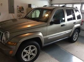 2005 Jeep Liberty 4 door limited with 203,000 miles in good condition