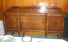 Beautiful Art Deco 1930s Buffet, has matching china cabinet & table with 6 chairs.