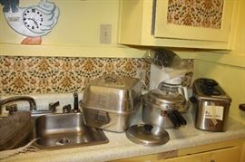 SMALL KITCHEN APPLIANCES AND ACCESSORIES