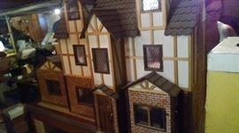 ORNATE ENGLISH TUDOR STYLE DOLL HOUSE