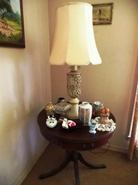 Still life with dainty lamp table