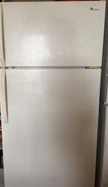 White Westinghouse 18' No Frost Refrigerator/Freezer