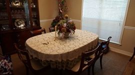 Drexel dining room table with 6 chairs, 2 extensions and table pads new