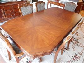 IMPRESSIVE DINING TABLE & 6 CHAIRS