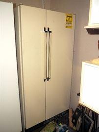 Kenmore Side By Side Refrigerator/Freezer Model 106.8590481