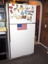 Kenmore 19.1cu ft Refrigerator/Freezer Model 68941