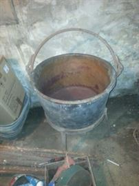 COPPER BUCKET WITH STAND AND WE HAVE THE PADDLE AS WELL . THIS ITEM HAS A RESERVE