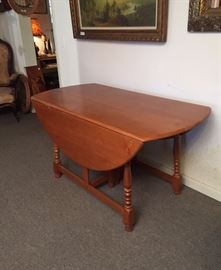 VINTAGE MAPLE DROP LEAF DINING TABLE with 2 leaves