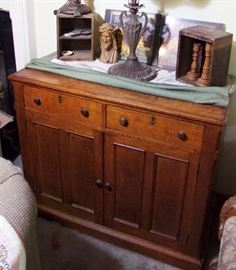 C/1870 Quartered Oak Cupboard w/doors and drawers