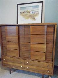 Mid-Century modern 5 drawer chest