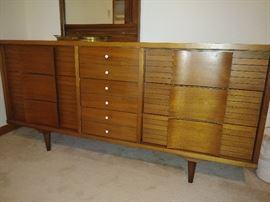Mid-century modern 9 drawer dresser w/side mirror