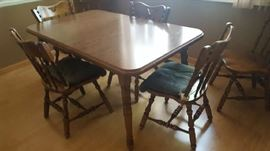 Kitchen table with 2 leaves and 6 chairs - $150