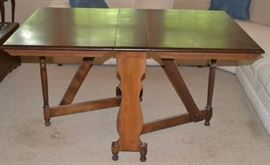 Gate Leg Drop Leaf dining table