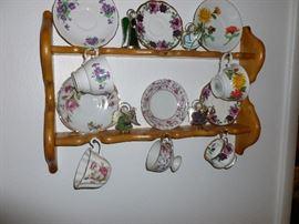 Tea Cups w Saucers