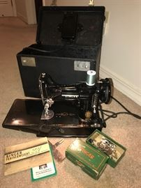 Singer Featherweight Model 221- Works