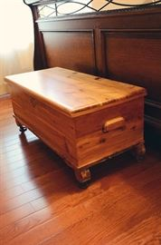 Oak Blanket Trunk
