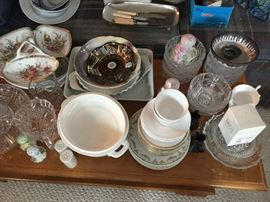 this sale has a large variety of serveware