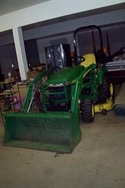 JOHN DEERE 2305 Tractor w/Belly Mower and Front End Loader