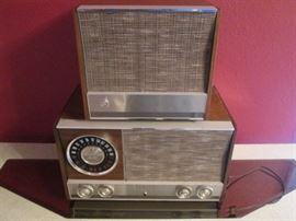 Vintage Zenith AM/FM Radio with Speaker