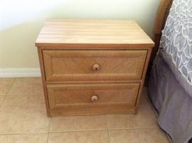 (2) night stands