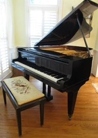 Baby grand piano and bench Welmar