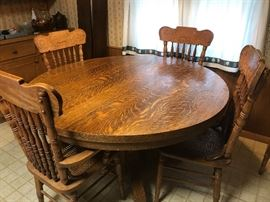 Pedestal Oak table and chairs (six chairs and two extensions)