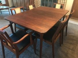 Hibriten Gorgeous mid century modern table and chairs. Table has always been covered to protect the top! Chairs have been professionally re-caned.