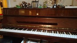 Kawai Japanese piano, excellent condition and amazing sound! -- with bench