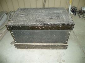 ANTIQUE WOOD TOOL CHEST W/TOOLS