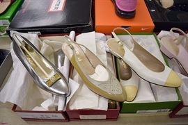3PM: Collection of Ladies' Designer Clothing, Shoes, Handbags, & Accessories, including St. John, Kate Spade, Lilly Pulitzer, Armani, Oscar de la Renta, Badgley Mischka, Ferragamo, Ugg, Hunter, and much more!