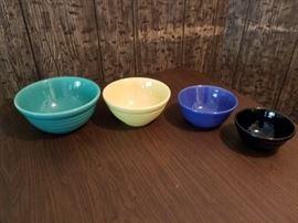4 nesting bowls