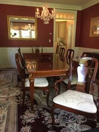 Kindel Furniture Dining Set with Six Side Chair and Two Captains Chairs