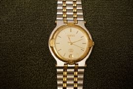 Gucci watch 9000M, running.