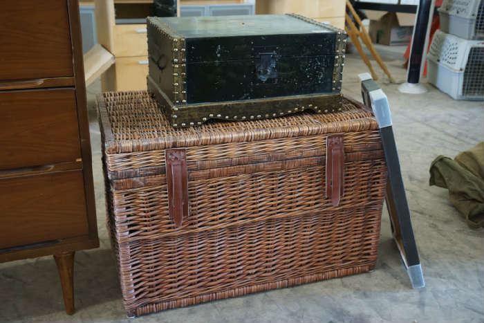 Wicker storage chest, decorative box