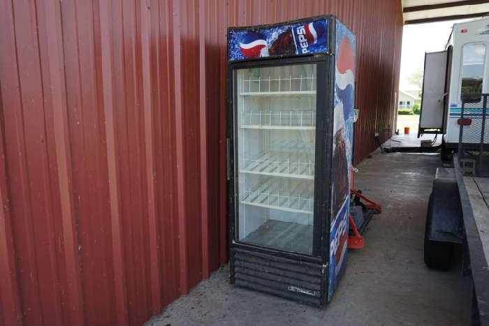 Pepsi vending machine ( not working )
