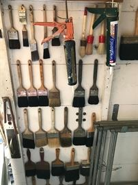 Dozens of good quality paint brushes & painting supplies in great condition