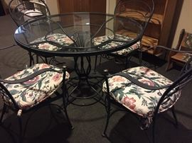 METAL GREEN PATIO TABLE WITH GLASS TOP AND 4 CHAIRS