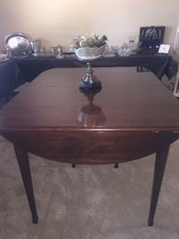 ETHAN ALLEN CHERRY DINNING ROOM TABLE DROP ENDS 3 LEAVES