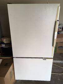 Amanda refrigerator Bottom Freezer