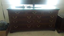 THOMASVILLE mahogany collection dresser.