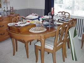 French Provincial style dining table with six chairs, pads and one leaf, oval table