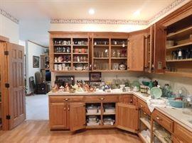 DSCN8508 5355RobinsonSale, general kitchen items, corningware, vintage pyrex mixing bowl sets, antique kitchen scale, antique general store seed jars