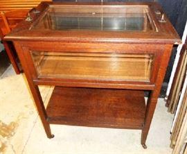 Vintage (Mid-Century) Curio Table on Wheels