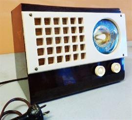 Vintage Emerson Radio- Model 520