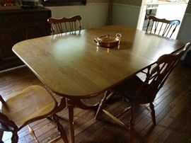 Pristine dining table with four chairs, two extensions and table top pads