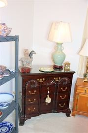 Kittinger Historic Newport Block Front Chest with Scallop Drawers