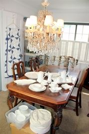 Fabulous Dining Table with 3 Leaves and 6 Chairs