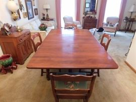 Duncan Phyfe table and 4 chairs fully extended 5 foot 8  without leaf 4 foot 8